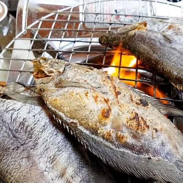 nướng khô cá sặc rằn - cá sặc bổi nổi tiếng Cà Mau